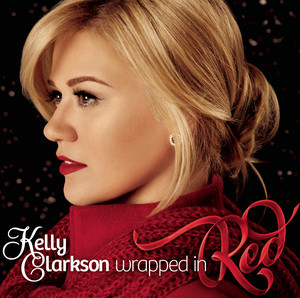 Omslaget till julskivan Wrapped In Red av Kelly Clarkson.